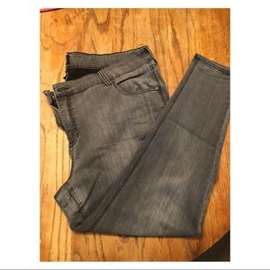 Gray jeggings. Size 24.